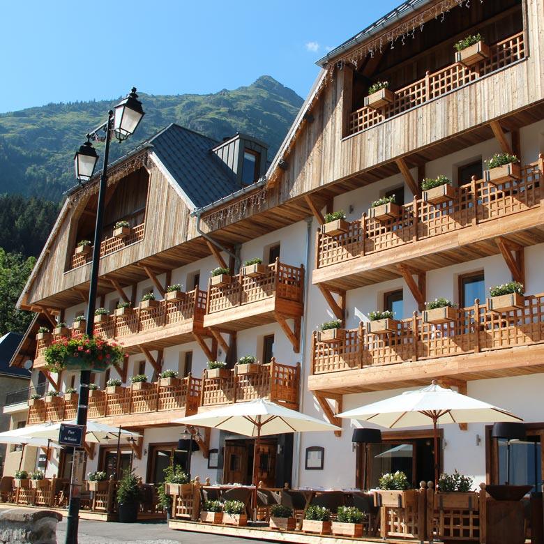 hotel-du-v-exterieur-ete-2